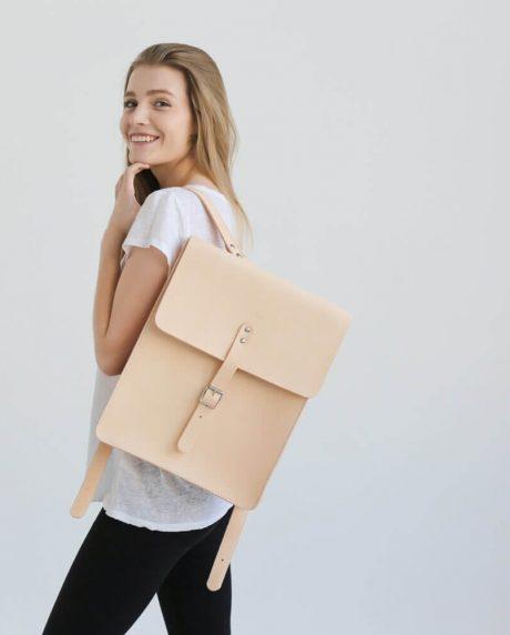 duży skórzany plecak na laptopa