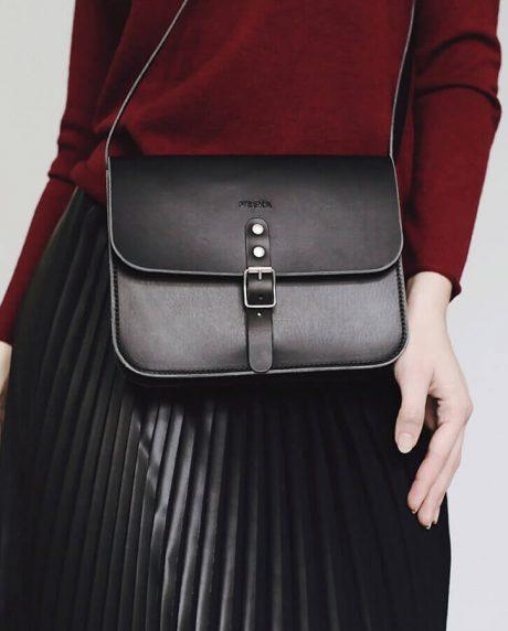 czarna skórzana torebka na ramię, listonoszka, kopertówka